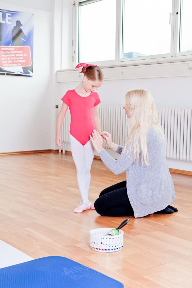 Ballettfrisuren und andere letzte Handgriffe vor der ersten Ballettstunde